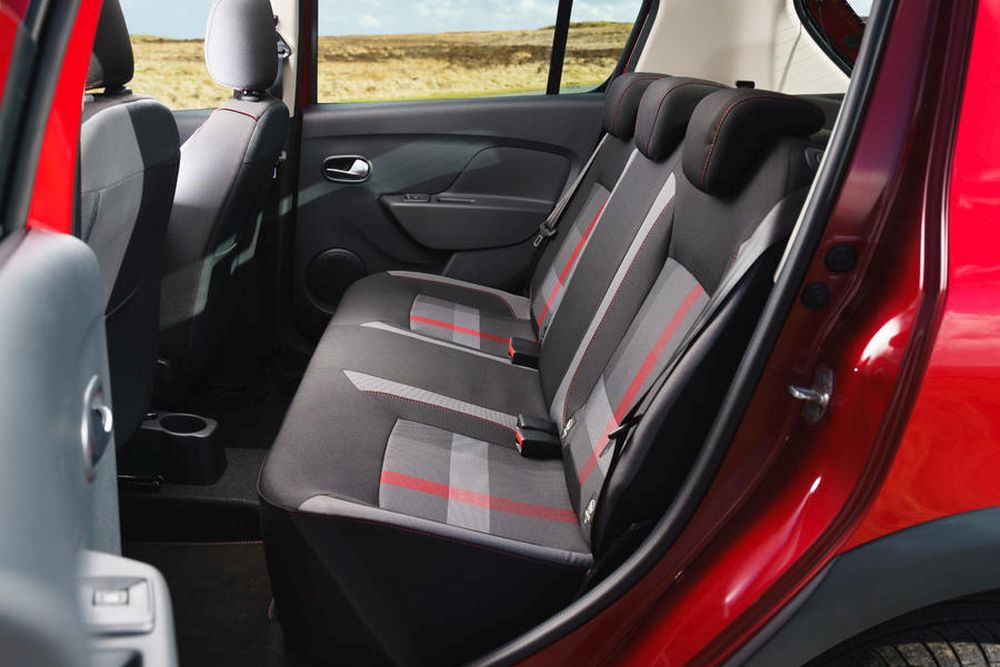 13-dacia-sandero-stepway-techroad-2019-fd-rear-seats
