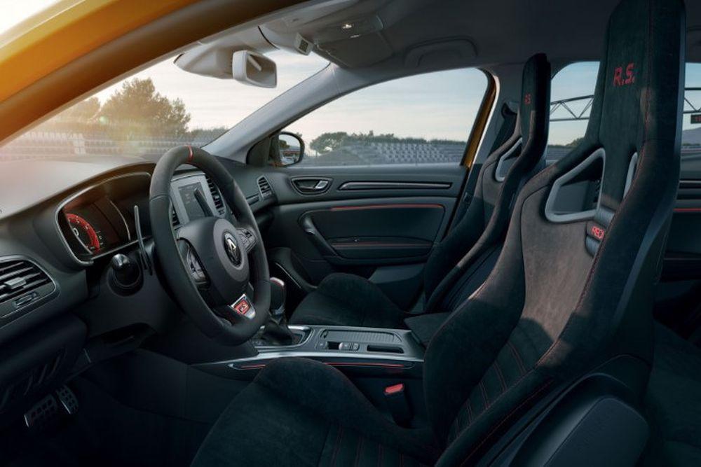 2020-Renault-Megane-RS-Interior
